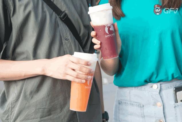 瑞幸咖啡奶盖茶上线,火遍全国的瑞幸咖啡真的好喝吗?